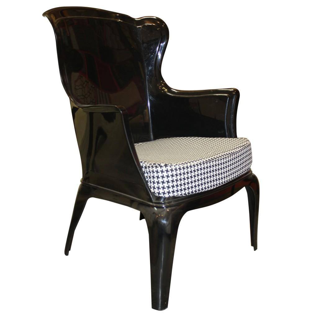 sillon_trono_negro_blanco_plastico_tela_hogar_muebles_diseño_estilo_decoración_comodidad_sentarse_1